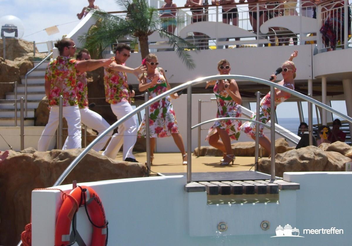 Die AIDA-Stars in Action auf dem Pooldeck